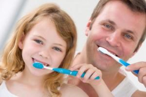 Профилактикой стоматита - чистить зубы два раза в день